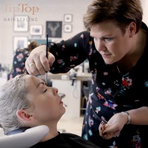 'Wij leveren professionele zorg voor mannen, vrouwen en kinderen met (tijdelijk) haaruitval, dun of slecht haarkwaliteit of haarverlies.'